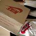 A Nike cipő dobozán az áll, hogy a márka három csíkkal. Hoppá, lemaradtunk egy céges fúzióról?
