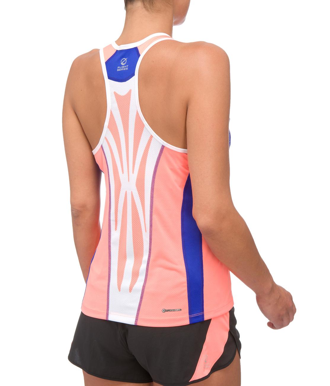 Így néz ki a póló előlről, nem valami nagy szám, de van benne beépített melltartó. A cipőből van pink is, nézze meg a WestEndben lévő HH üzletben!