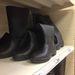 A klasszikus fekete gumicsizma az Auchan kínálatában.