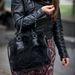 Kabátja, sálja, táskája H&M