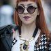 H&M nyaklánc, zakó, napszemüveg, póló