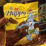 A csokin szörföző nyuszi is kellemes húsvétot kíván.