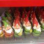 Ez már az Euro Shop, ahol előkerültek a törpék. Itt minden 390 forint.