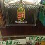 Ennek a pénztárcának talán a csomagolása a legszebb. 1500 forintért vihetik haza a külföldiek.