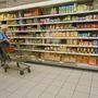 Vajon a hölgy tudja, hogy ezen a soron glutén- és  cukormentes termékek vannak?