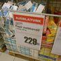 Az Interspar egy kicsit drága. 229 forint a százas zsebkendő.