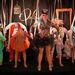 Puppet Show-t nyolc baba játssza el