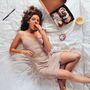A figuratív realizmusban utazó Lee Pricenak köszönhetően hihetetlen önarcképek keringenek a világhálón, melyeken a nők evési szokásait és a mértéktelen zabálás zavarbaejtő valóságát tárja a nézők elé.