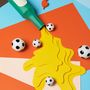 A foci világbajnokságot egy napilap megrendelésére ábrázolták.