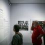 Bő szövegek segítenek eligazodni a látogatóknak a Magyar Nemzeti Galéria sztárkiállításán, a Dada és szürrealizmuson.
