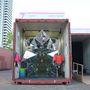 A Garden néven futó projekt lényegében egy hatalmas origami ihletésű kaleidoszkóp, amit 1100 darab háromszög alakú tükördarabból raktak ki a dizájnerek.