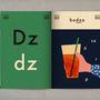 Úgy, hogy közben a magyar ábécé 44 betűjével megismerteti olvasóit.