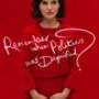 """""""Emlékszel, amikor a politikában még volt méltóság?"""" – hívja fel a jelenlegi politikai helyzetre a figyelmet a Jackie plakátja. Az Egyesült Államok 35. elnökének feleségét, Jackie Kennedyt Natalie Portman alakítja."""