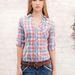 A kockás ing mindig jól jön, akár egy bikinire is felvehetjük, ha egy kicsit lehűl a levegő. (Stradivarius - 3990 Ft)