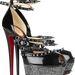 Christian Louboutin félelmetes cipője 913 057,25 Ft-ért.
