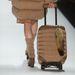 Van hozzá kisbőrönd is
