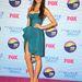 Nina Dobrev Jimmy Choo cipőben a Teen Choice pink szőnyegén.