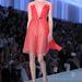 Akárcsak ez a piros Dior-kreáció.
