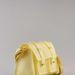 A műanyag táskák újra hódítanak. (Bershka - 2995 Ft)