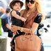 Rachel Zoé nem kispályás, ő egy Givenchy táskával rója az utcákat