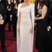 Klasszikus fehérben az Oscar gálán.