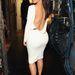 Kim Kardashian ruhája hátulról.