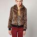 Bershka: furcsa kabát 13995 forintért. Műszőr.