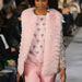 Ez már az idei őszi-téli divat: Oscar De La Renta a New York-i Mercedes-Benz Fashion Weeken mutatta be pasztell bundáit