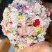 Lady Gaga virágokba bugyolálva a Philip Treaccy bemutatón.