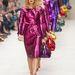 Színes metál kabátokban vonuló modellek a Burberry Prorsum bemutatón.