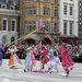 A hagyományőrző ünnepségen a résztvevők májusfa-táncot, Morris-táncot mutatnak be, majd zenekarral vonulnak végig az utcákon.