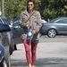 Bármennyire jelentéktelennek tűnik ebben a kabátban Marisa Tomei, a paparazzókat nem tudta átverni.