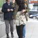 Jessica Alba példája bizonyítja, hogy szoknyával sem ciki viselni, sőt!