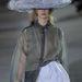 Jellemzően kalapos kollekciót vonultatott fel John Galliano Párizsban.