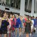 Szélmalmok között sétáló Chanel modellek.