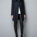 Az egyik kedvencünk az apró szegecsekkel díszített ujjú Zara kabát: télire vékony, de most még pont jó, 39995 forintot kell érte fizetni