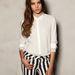 Carrie Bradshaw rajongók szegecses ing a Pull&Bearből 6995 forint.