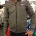 Pull and Bear: furcsa, gumiszerű anyagból készült kabát, ami elöl szűk...