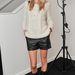 Poppy Delevingne vastag kötött pulóverben és bőr rövidnadrágban aKarl Laergfeld buliján
