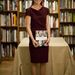Pippa bordó-szilva Roksanda Ilincic ruhában a londoni könyvbemutatón.