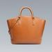 Geometrikus összeállításokhoz passzoló táska a Zarában 13.995 forint.