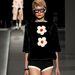 Alsónadrág és virágos pulóver Milánóban