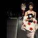Rövid hajú modellek és virágok a szeptemberi Prada bemutatón