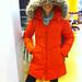 New Yorker: Ősszel és télen hiányolja a színeket? Tessék, ez az igen feltűnő, de viszonylag jó szabású kabát csak 17990 forint.