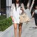 Kourtney Kardashian szereti a túl rövid ruhákat, amelyek inkább blúznak minősülnek.