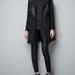 Zara kabát 37995 forint. keverjük az anyagokat fekete szettünkben, hogy divatosak legyünk és ne gyászosak!