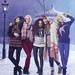 Hógolyózó modellek a Marks and Spencer karácsonyi kampányában