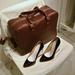 Az üvegtalpú cipő 59990 forint és több színben is kapható.