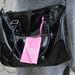 Rózsaszín részlet a táskán is