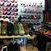 Előtérben a 4 ezer forintos magassarkú Oxford-cipők. Tulajdonképp 20 ezer forintból megvehetjük a szezon összes divatos cipőjének művelúr és műbőr változatát